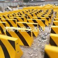 厂家供应水泥隔离墩,道路防撞墩,生产周期短,货源足,全国发货